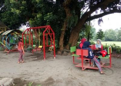 kampoenganggrek - taman bermain